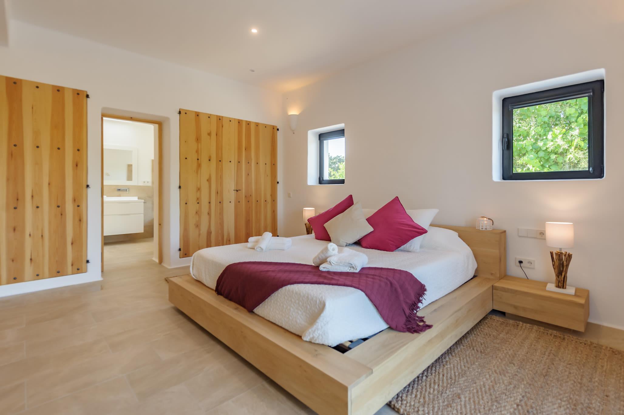 Ibiza, 3 Bedrooms Bedrooms, 8 Rooms Rooms,2 BathroomsBathrooms,Villa,Vacation Rental,1032